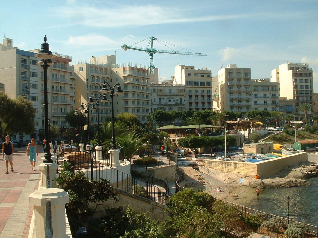 Iconic Places Worth To See In Malta: Häuserfront in Sliema,Malta